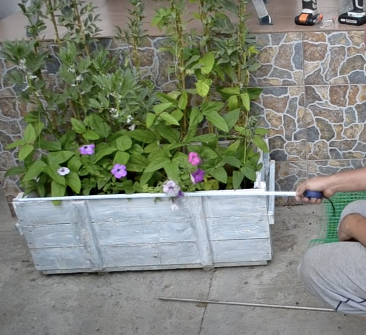 Красивое и полезное приспособление из садовой сетки
