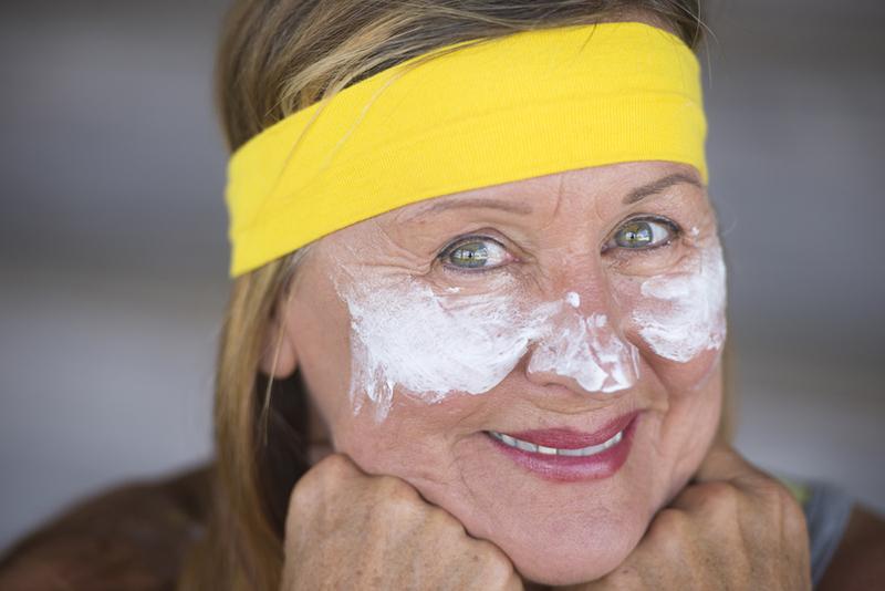 Прислушалась к советам, а базовые маски из аптечных препаратов переписала в блокнот.