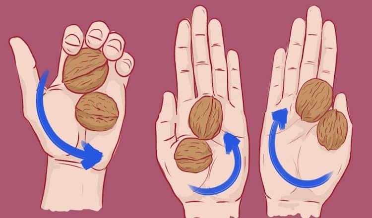 Зачем нужно делать массаж ладони грецкими орехами