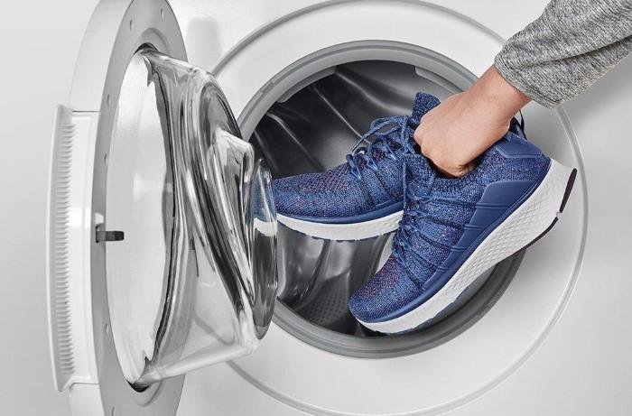 Стирать в машинке можно только текстильные кроссовки / Фото: staryy-oskol.xiacom.ru